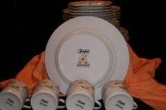20 Piece Fairfield Fine China DOGWOOD Pattern Set in Fort Campbell, Kentucky